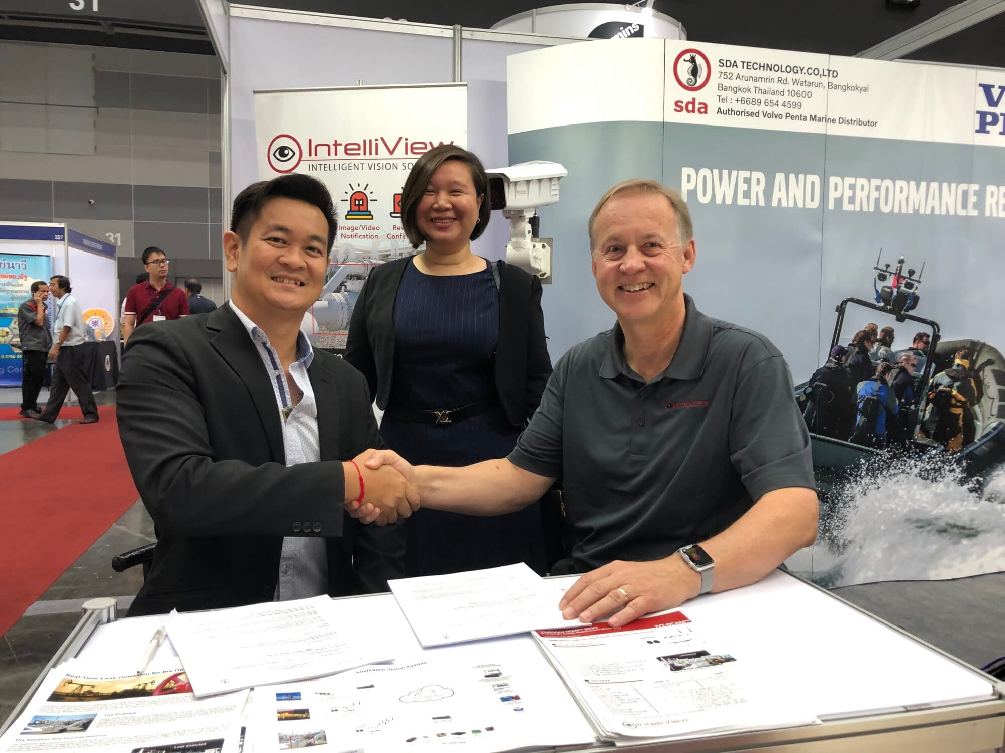 SDA Group Managing Director Warit Decharin, Thailand Trade Commissioner Dolrawee Akarakupt and IntelliView VP Sales and Marketing Chris Beadle get down to business at the Thailand Marine & Offshore Exhibition (TMOX) in Bangkok on October 9-11, 2019.